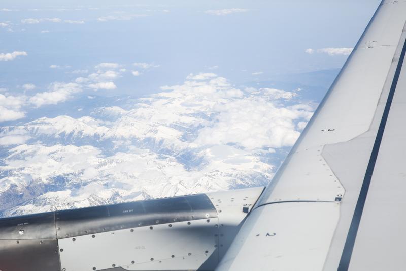مشاهد عبر نافذة الطيارة